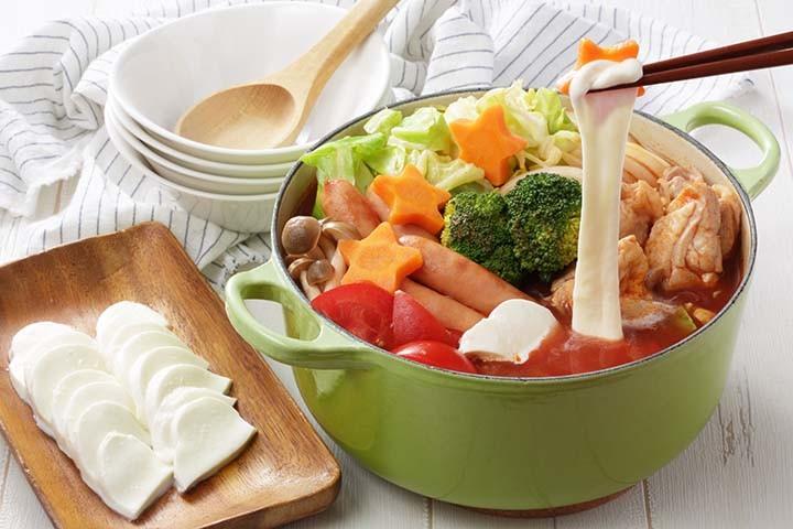 のび~るモッツァレラのトマト鍋